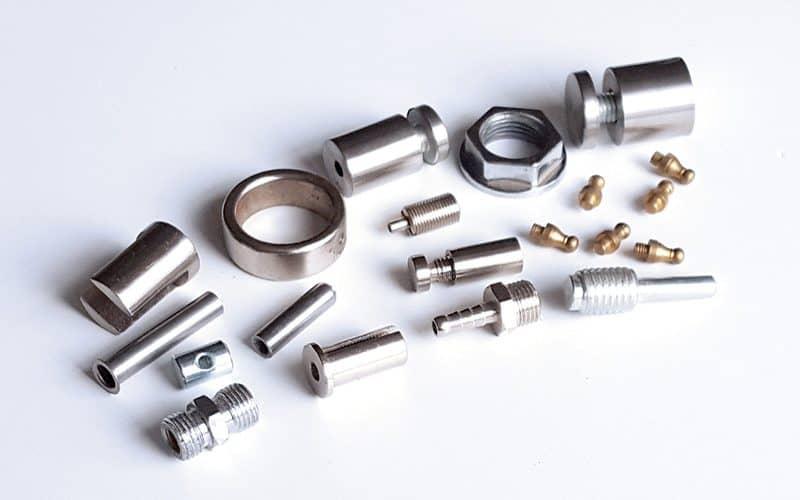 Metalinių detalių tekinimas ir frezavimas