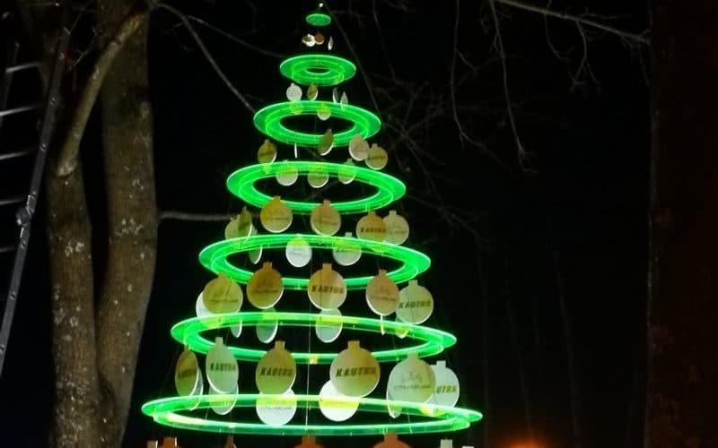 Nestandartiniai gaminiai - kalėdinės eglutės dekoracija iš organinio stiklo