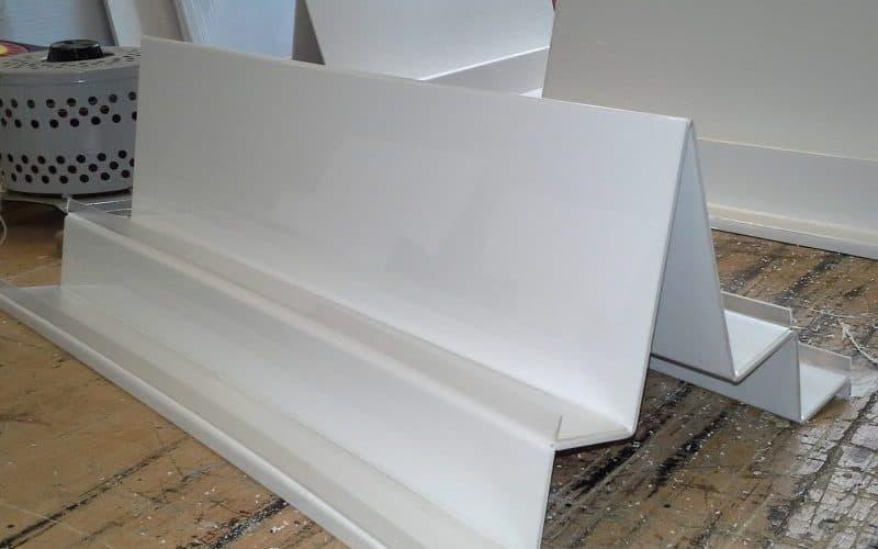 Plastiko termoformavimas - baltas stovelis iš plastiko