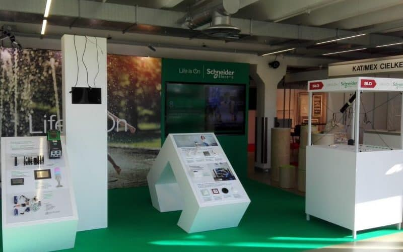Schneider Electric parodų ekspoziciniai stovai ir stendai, dažyti MDF